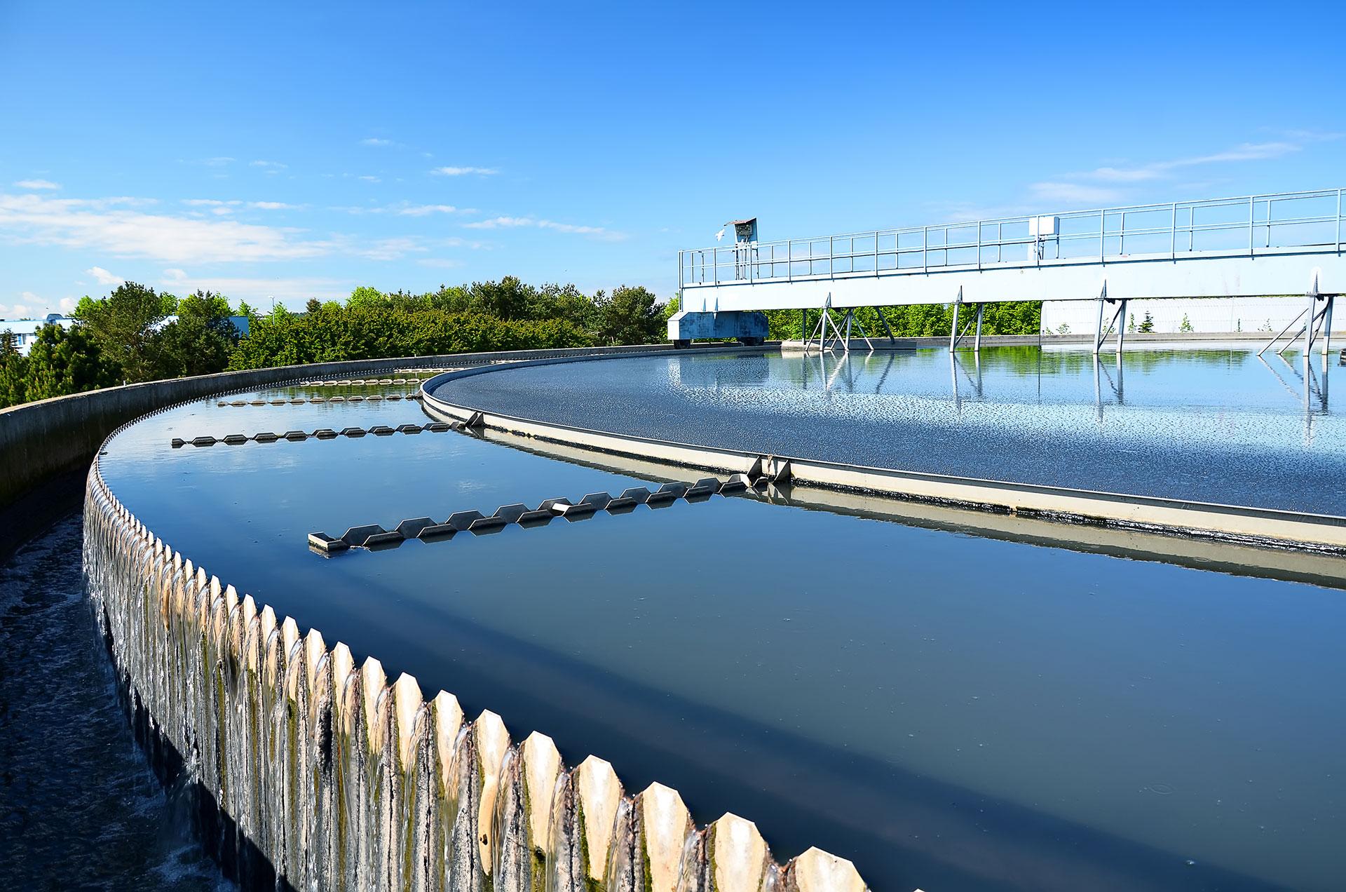Distribuição e gestão de águas (consumo/residuais)